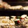 Fleischspieße auf Grill (Foto)